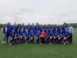girls_soccer_group